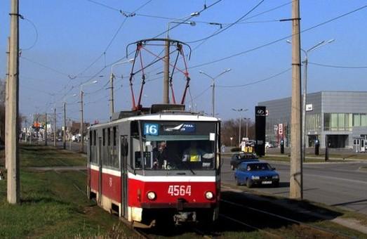 Кілька харківських трамваїв на два тижні змінять маршрут