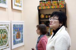 Кобзар єднає Україну – Петриківка об'єднує весь світ: Художній музей запрошує на виставку «Спадковість поколінь»