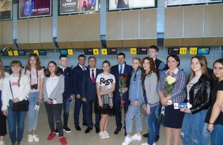 Найуспішніші учні Харківщини поїхали відпочивати до Албанії