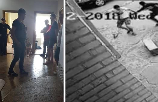 У Харкові СБУ затримала групу молодих людей, які напали на кіборга