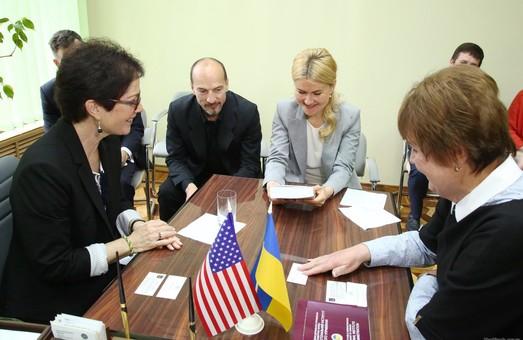 Юлія Світлична і Марі Йованович зустрілися в Харкові з майбутніми держслужбовцями
