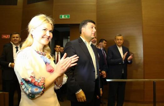 Світлична показала Гройсману, як будується Харківська філармонія
