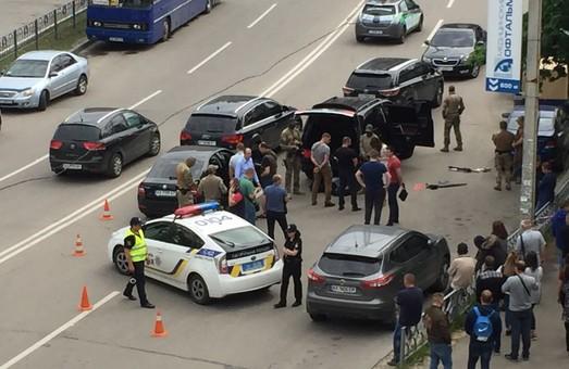 У Харкові СБУ провела спецоперацію з затримання озброєних чоловіків на позашляховику
