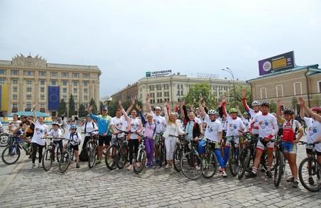 """""""Команда UA"""": під час Велодню студенти обласного училища фізкультури подякували Світличній за підтримку спорту"""