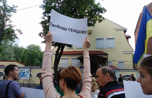 Харків' яни влаштували пікет на підтримку Олега Сенцова