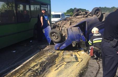 Смертельна ДТП на Харківщині: легкове авто зіткнулося з автобусом