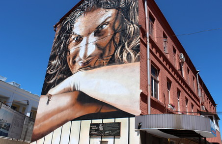 Жива історія: на харківській вулиці можна побачити портрет Кузьми