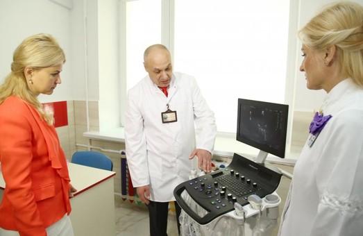 Світлична передала надсучасний УЗД-аппарат Обласній дитячій лікарні №1. Протягом року планується придбання додаткового обладнання