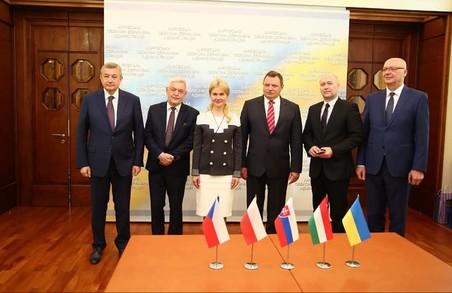 Зустрілась з Послами країн Вишеградської групи. Перемовинами задоволена - Світлична