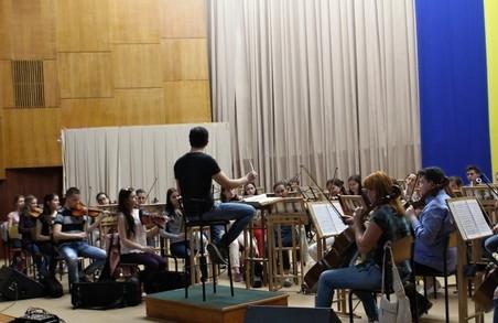 До Харкова з'їхалися музиканти з різних країн світу, щоб грати тут Брамса та Мендельсона