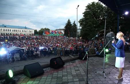 Жодна область в Україні не має такої ізюминки, тільки Харківська: Світлична привітала жителів Ізюма з Днем міста