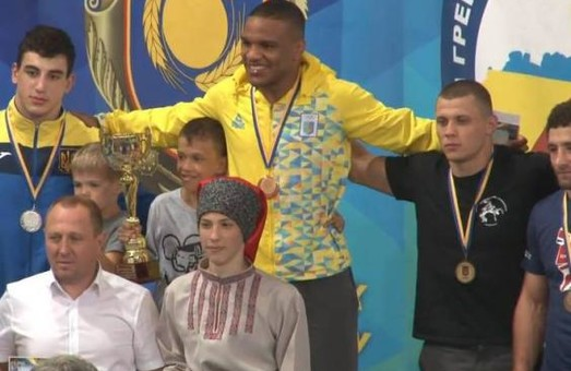 Харків'яни здобули дві срібні медалі на чемпіонати України з боротьби