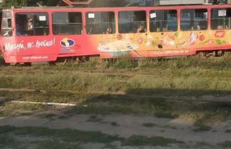 «Безпідставно заборонений до експлуатації Укртрансбезпекою» трамвай знов зійшов з рейок у Харкові