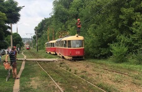У Харкові на трамвайних коліях сталася аварія