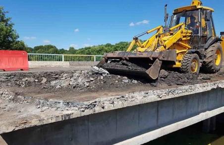 Триває ремонт мосту на автодорозі Харків-Охтирка