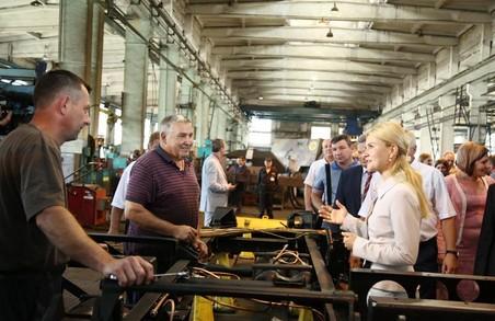 У день 75-річчя Харківського заводу спецмашин Світлична зустрілася з колективом підприємства
