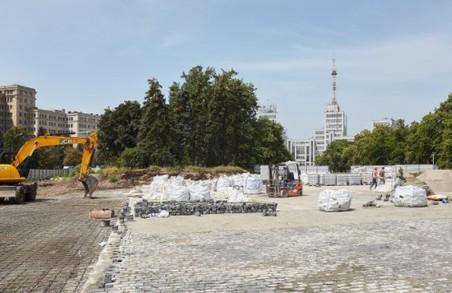 Триває реконструкція площі Свободи в Харкові