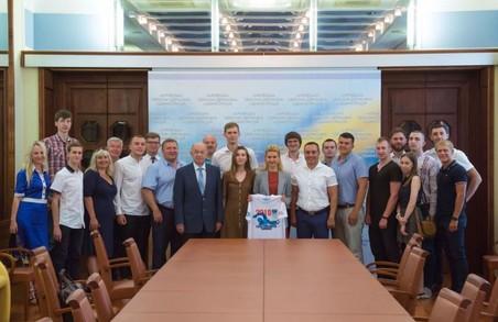 Світлична привітала харківських плавців, що підкорили протоку Босфор
