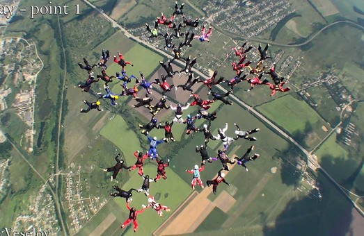 Парашутистки встановили світовий рекорд у Харкові/ВІДЕО