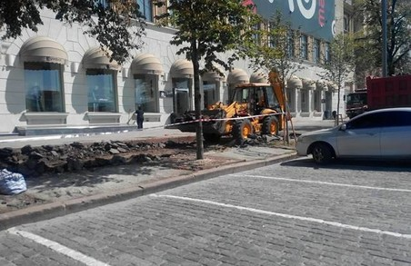 На площі Свободи ремонтують тротуари