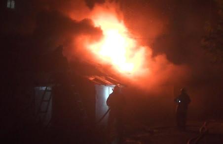 Харківські вогнеборці змогли врятувати вісім забудов