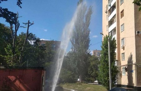 На проспекті Науки в Харкові - велика аварія на водопроводі