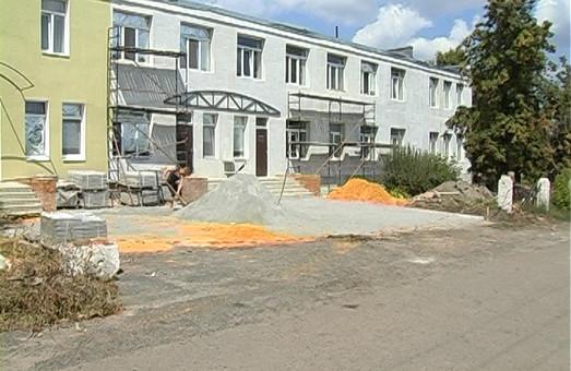 Ремонт у Шевченківській ЦРЛ: оновлено покрівлю, проведено утеплення стін, замінені вікна і двері