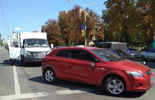 ДТП в Харкові: три автівки, не рахуючи тролейбуса