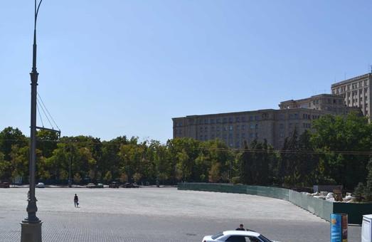 В Харкові прибрали паркан, яким огородили місце колишнього пам'ятника Леніну