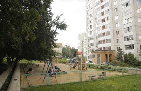 Горе-матуся «забула» дитину на дитячому майданчику в Харкові