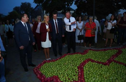 У Краснокутську встановили яблуневий рекорд