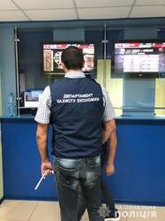 У Харкові мережа букмекерських контор пропонувала відвідувачам грати в азартні ігри