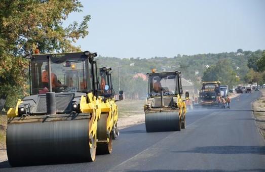 Ремонт дороги Харків - Охтирка: залишилося укласти другий шар асфальту на 2 км