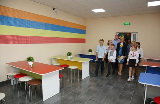 Ремонти шкіл та зміцнення їх матеріально-технічної бази проводяться по всіх районах — Світлична