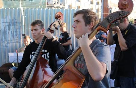 Симфонічний оркестр зіграє під відкритим небом у центрі Харкова