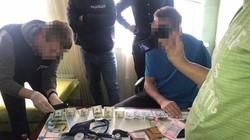 """На Харківщині затримали медика, який за гроші допомагав """"косити"""" призовникам (фото)"""