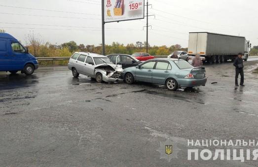 В результаті ДТП на Харківщині постраждало 8 осіб