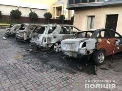 Вночі в Харкові згоріли п'ять автомобілів (фото)