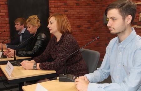 Активісти компанії «Онко-Дозор» закликали харків'янок подбати про своє здоров'я