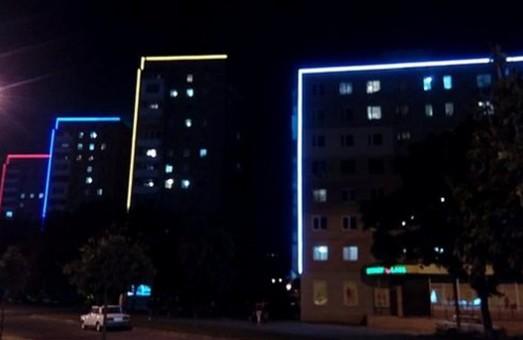 Майже 25 харківських будинків висвітлюються у вечірній час