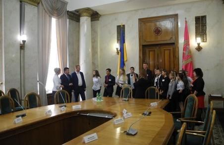 Школярі-активісти Печенізького району відвідали ХОДА з екскурсією