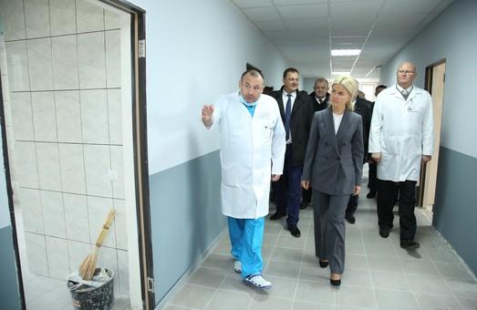 Світлична в межах робочої поїздки відвідала відремонтовані відділення Вовчанській ЦРЛ