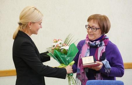 Світлична зустрілася зі співробітниками інституту НАН та передала їм нагороди