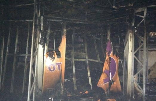 В Харкові загорілися торгівельні павільйони