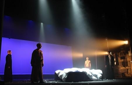 Пластика руху та поезія слова: в Харкові тривають покази спектаклю «Онєгін»