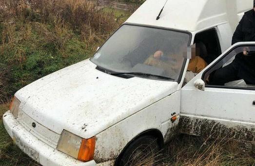У Нікополі поліцейські розшукали та повернули комунальникам викрадений автомобіль