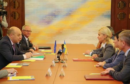 Світлична під час зустрічі з головою КМЄС в Україні Ланчінскасом обговорила напрямки співпраці