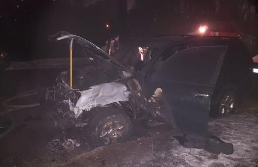 В Харкові через коротке замикання згорів автомобіль (фото)