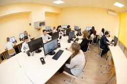В Ізюмській школі №6 запрацював комп'ютерний клас від Марини Ярославської