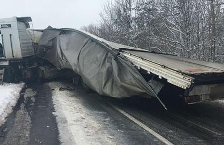 На Харківщині внаслідок зіткнення двох вантажівок загинув чоловік